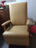 Chaise berçante usée  / rocking-chair used