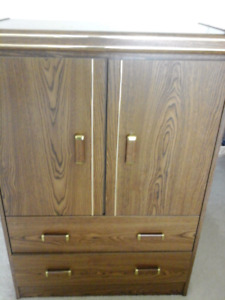 Chest like new 2 drawers $60