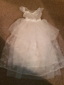 Girls small (6) White Fancy Dress