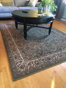"Area Rug 5'-3"" X 7'-6"" - Excellent Condition!"