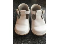 Baby boy/girl white leather shoes size 20 (4 )