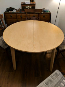 Nice round table with leaf