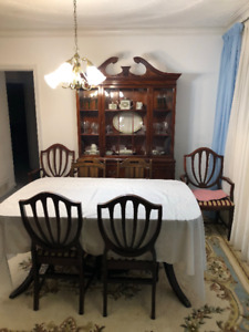 6 Piece Cherry Wood Dinning Table, and China Cabinet Set.