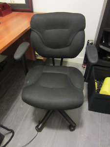 Simple Black Computer Chair