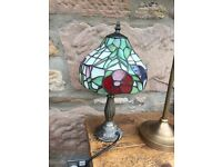 Small tiffany lamp in excellent condition