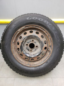 4 pneus d'hiver Goodyear Nordic 185/75R14 89S Comme NEUF!!