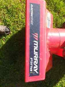 MUST GO!! Murray snowblower 8 horsepower 24 inch width Peterborough Peterborough Area image 3