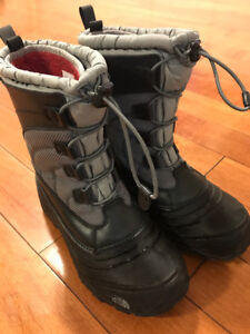 North Face youth winter boots.. excellent condition