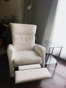 Fauteuil cuir blanc, berçant, pivotant à 360 degrés, inclinable