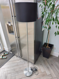 Free standing lamp
