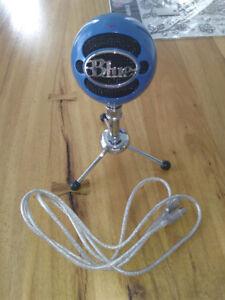 blue yeti snowball microphone