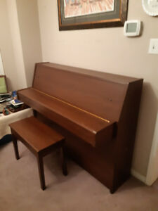 1995 Yamaha B1 upright piano for sale. In optimum condition