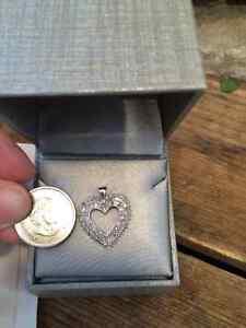 PEOPLES DIAMOND HEART PENDANT Kitchener / Waterloo Kitchener Area image 1
