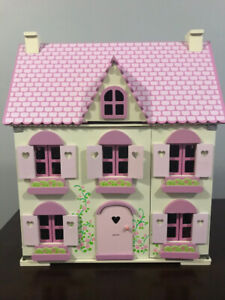 Doll House - Wooden dollhouse