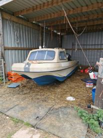 Pilot 520 boat