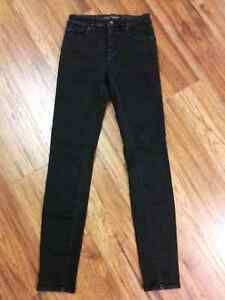 (BRAND NEW) Denver Hayes skinny jeans