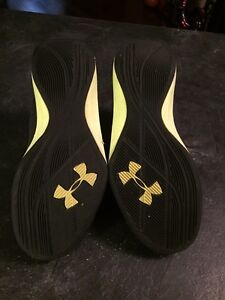 Under armour runners youth size 5 Strathcona County Edmonton Area image 3