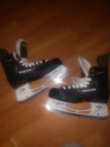 New EASTON Synergy men's size 9 hockey skates 60$ or best offer
