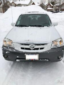2005 White Mazda Tribute