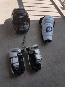 VARIOUS HOCKEY EQUIPMENT FOR SALE IN EXCELLENT CONDITION