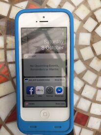 Apple IPhone 5 16 Gb on All EE Networks with Juice Pack Cover Mint Phone