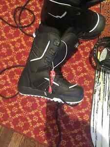 Snowboard + boots and bindings never used West Island Greater Montréal image 2