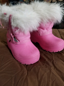Size 4 toddler boots and size 2 baby boots