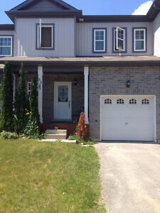 Orillia West Ridge Townhome - Rooms Available - Sept.1st