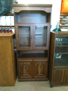 Cabinet with glass doors& light - located in Malagash