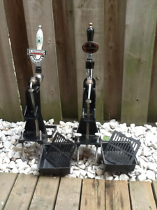 bar accessories / 2 beer taps with towers and trays