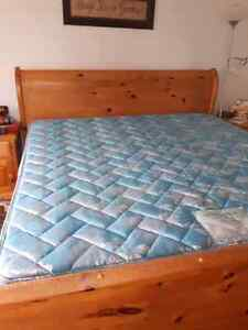 King sized mattress and boxspring Stratford Kitchener Area image 1