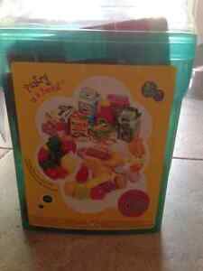 """Play food """"pantry in a bucket"""" Kitchener / Waterloo Kitchener Area image 1"""