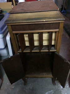 Old Gramophone wood cabinet - Vieux meuble en bois gramophone