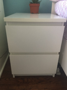 PERFECT CONDITION NIGHTSTAND!