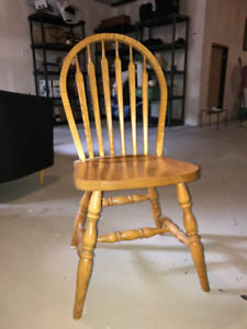 Mennonite Crafted, Solid Oak Dining Room Table and Chairs
