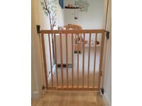 2 x Lindam Adjustable Width Wooden Stair / Room Gates