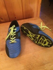 Youth - size 3 - Soccer Cleats