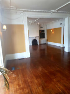 RETAIL CORNER FOR LEASE!  -$1450/month/ All included