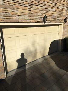 "Porte de garage 14' x 6'8"" GARAGA"