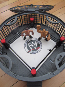 WWE WWF wrestling ring and 2 Wrestlers