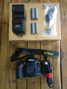 Nikon D700 with SB600, mint condition, with all original accesso