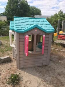 Free child's playhouse