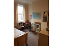 Bright & Spacious Double Room in our Friendly Flatshare close to Tube available for Holiday Rental