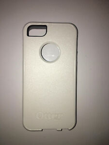 GREY/WHITE OTTERBOX IPHONE 5/5S CASE FOR SALE!