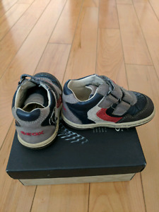 Baby boy shoes - sizes 18&19 - in box