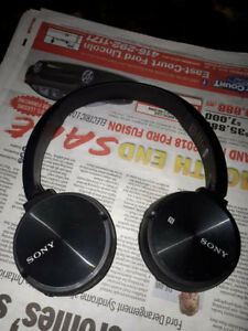 Wireless Sony Bluetooth headphones.. rechargeable