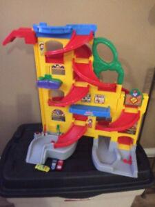 Kids toy track