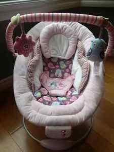 Pink baby bouncer with owl print Cambridge Kitchener Area image 1