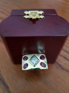 STUNNING 14KT YELLOW GOLD DIAMOND AND RHODOLITE RING