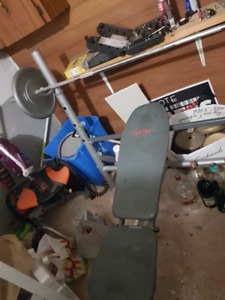 Weight Bench with 2x 50LB Metal Plates + Bar + Extras